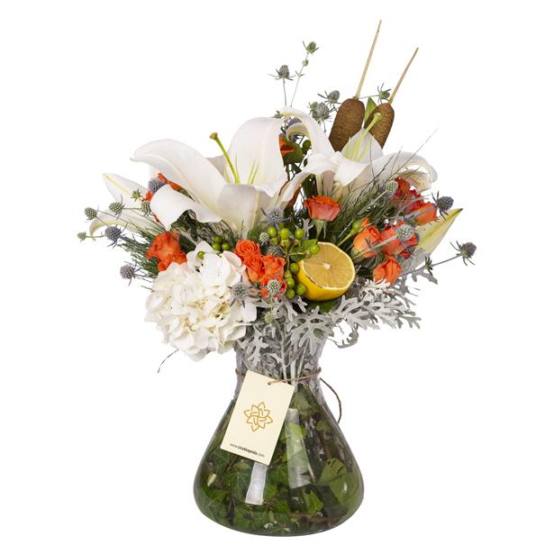 Turuncu güller ve Lilyumlar