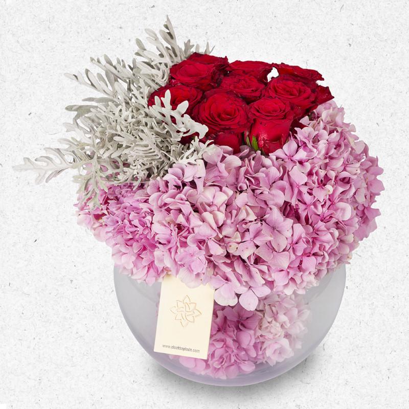 Akvaryum vazoda ortanca ve güller