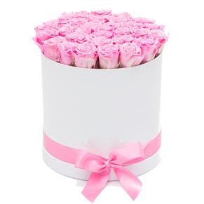 Beyaz kutuda pembe güller