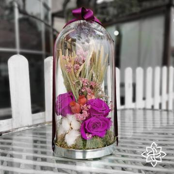 Cam fanusta solmayan güller