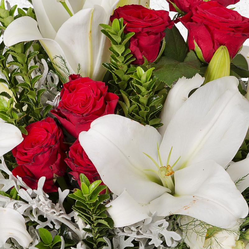 Lilyum lisyantus ve güller