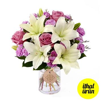 Vazoda Lilyum ve Güller